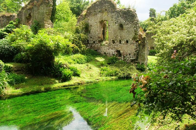 A beleza secreta de Sermoneta e o Jardim da Ninfa