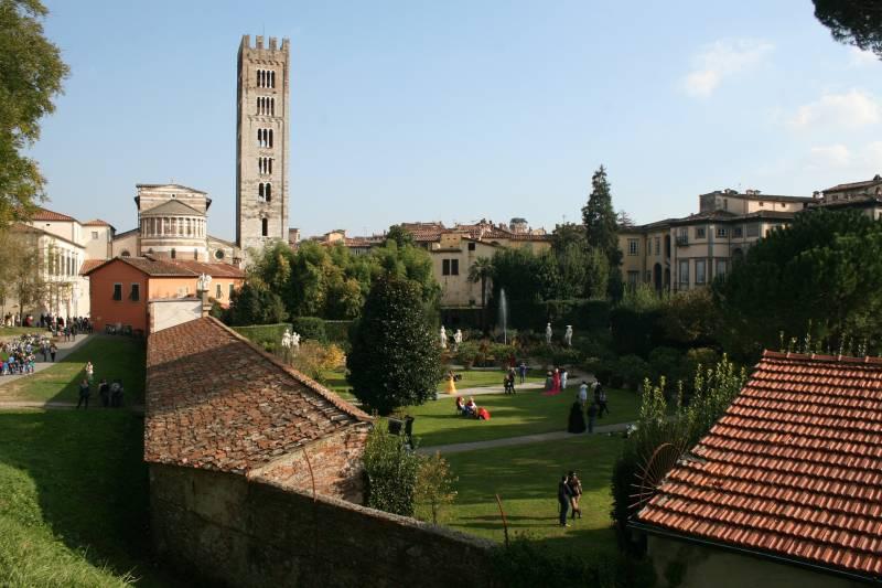 Easy Pisa & Lucca